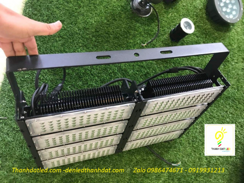 Đèn led sân tennis 500w philips